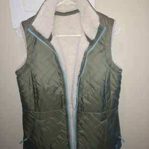 Mountain Hardware reversible vest - size M